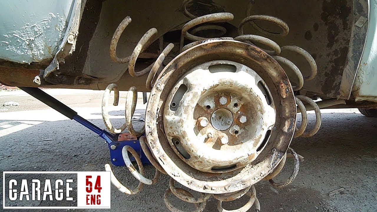 Wenn man ein Auto mit Reifen aus Sprungfedern ausstattet