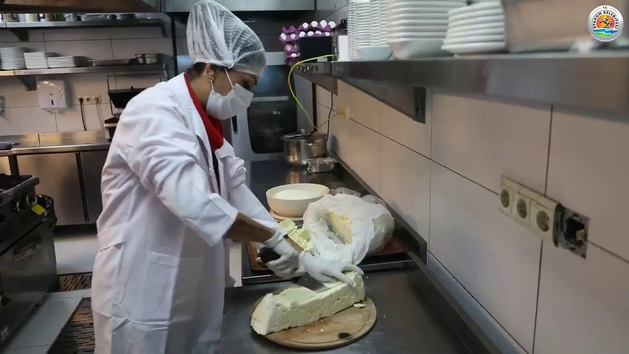 Atakum Belediyesi Atakumlu kadınlarla birlikte Peynir Üretim Atölyesinde  doğal peynir üretiyor