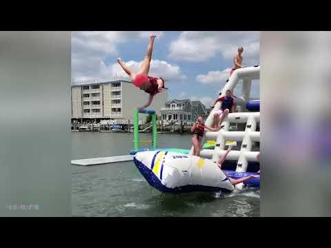 Я РЖАЛ ДО СЛЕЗ😂 Смешные видео 2021 ● неудачные падения в воду, подборка Приколы над людьми #1