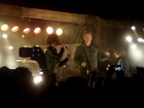 Arctic Monkeys w/ Josh Homme - Pretty Visitors - 4.18.10