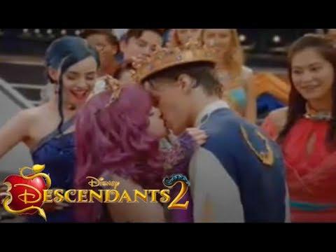 Descendants 2 - Serious Kiss of Ben and Mal - CLIP