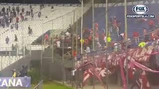 Incidentes entre hinchas de Independiente y simpatizantes de Libertad