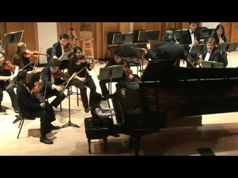 5 years old Eugene Hong plays Mozart's piano concerto No.8