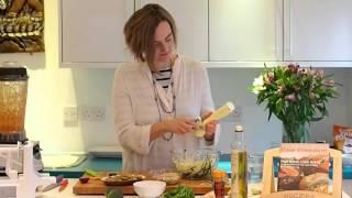 Saskia's Raw Recipes:  Pasta With Rich Tomato Sauce