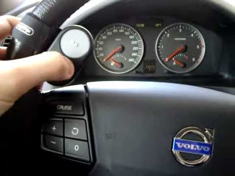 Volvo S40 / V50 2005 AUX MP3 Griffin Tuneflex IPOD Touch - YouTube