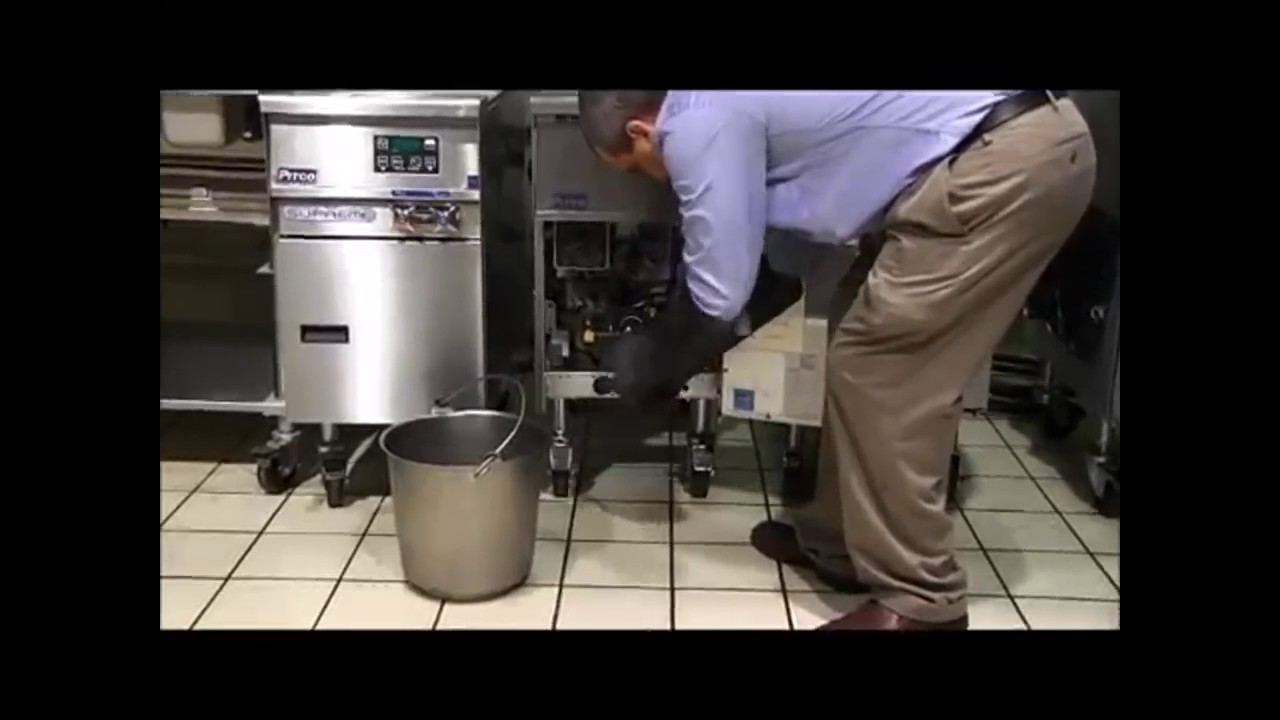 Instructions on How to Boil Out and Clean a Commercial Deep Fryer ...