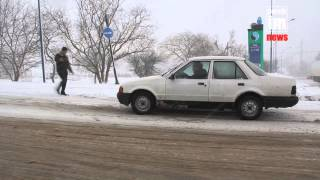 На въезде в Керчь машины застревают в снегу(Подробнее на http://Kerch.FM., 2015-03-17T10:27:59.000Z)