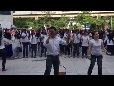 ~ re-GENESIS ~ Zombie Apocalypse Flash Mob/Choir Performance [MSU Home Coming Fiesta 2015]