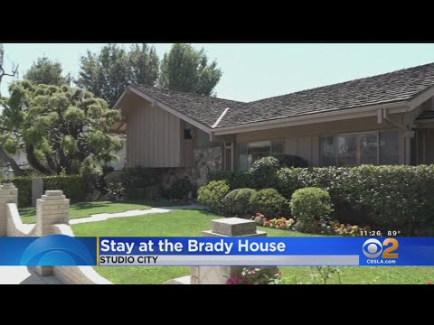 Jessie - You Can Stay In The Iconic Brady Bunch House