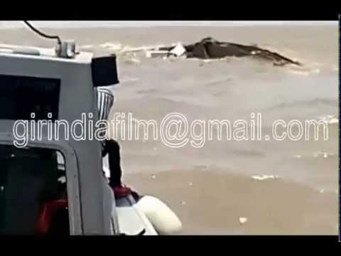 Live video of ship dunk in arabian sea,17 sailors rescued. unique, amazing and rare footage