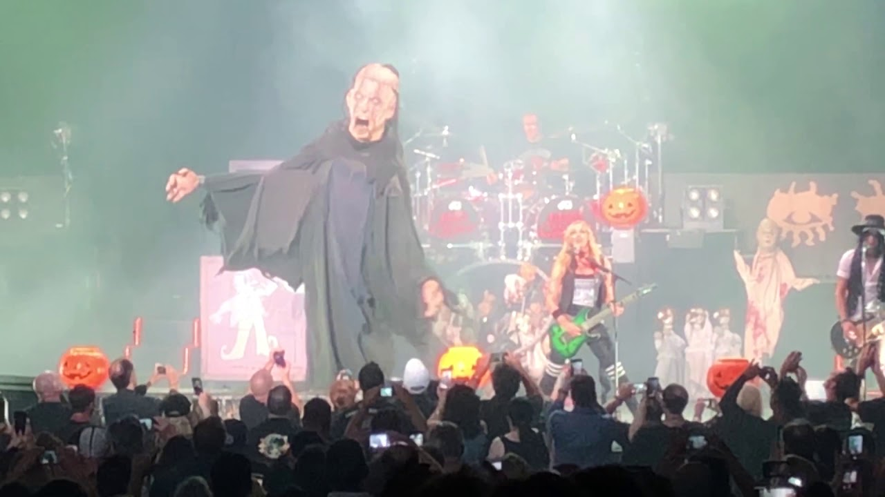 alice cooper halloween concert & funny closing statement :: ovens