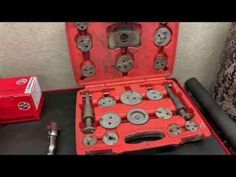Замена задних тормозных колодок и дисков на FORD FOCUS III