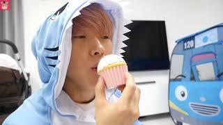 콩순이 빵가게 요리사 되었어요! 배고픈 상어 가족 말이야 맛있는 빵 먹을 수 있을까요? ♡ 부푸러 장난감 빵만들기 소꿉놀이 kids toys | 말이야와아이들 MariAndKids
