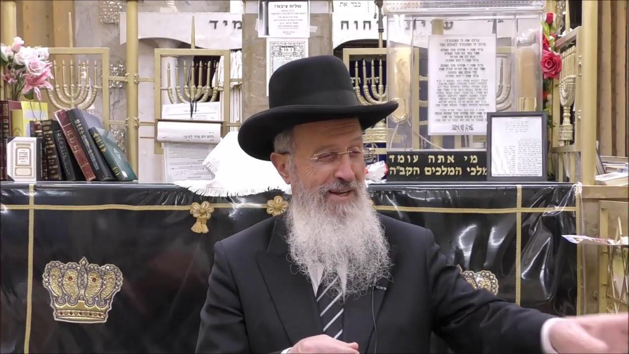 """הרב אברהם יוסף שליט""""א - האם מותר לגלול ספר תורה בידיים - ויקרא תשע""""ט"""