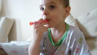маленький мальчик курит нурофен(, 2016-07-31T12:53:42.000Z)