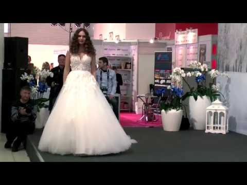 38759a5e4311 ZOYA Svadob.šaty na rok 2018 videokucerka - YouTube