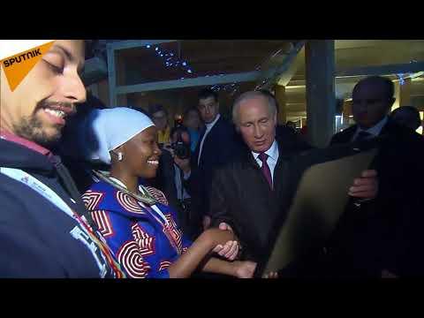 Poutine a rencontré des participants du festival de la jeunesse à Sotchi