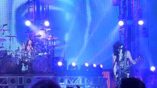 """Kiss """"Do You Love Me"""" At the Joint November 12 2014"""