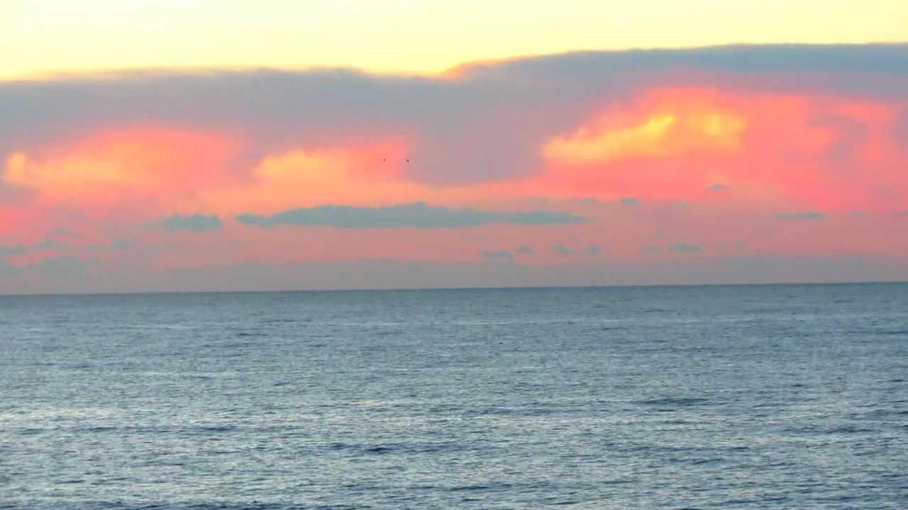 Olas del mar y gaviotas volando al atardecer hd 1080p youtube - Fotos fondo del mar ...
