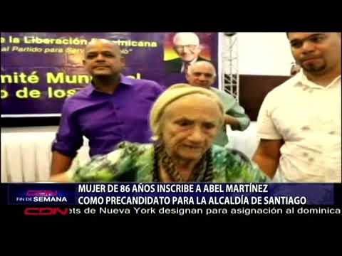 Mujer de 86 años inscribe a Abel Martínez como precandidato para la Alcaldía de Santiago