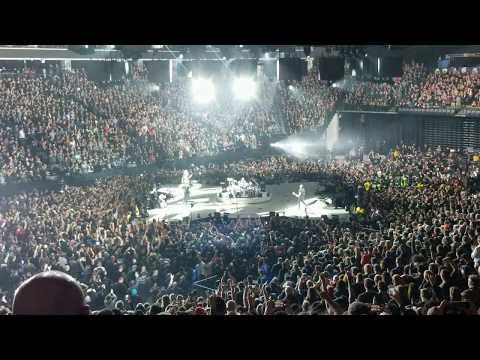 Metallica Live in Sacramento - Hardwired...To Self Destruct