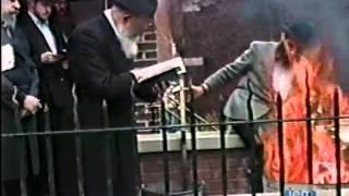 """שריפת חמץ עם הרבי מליובאוויטש – ערב פסח תשמ""""ח"""