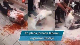 Durante su jornada laboral, un grupo de policías de tránsito de Chihuahua, esposaron al cumpleañero y le vaciaron una botella de tomate; autoridades ya investigan los hechos