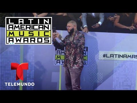 Farruko conoce a sus fans en la alfombra de los Latin AMAs 2017 | LAMAS | Entretenimiento thumbnail