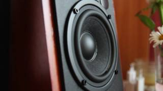 Edifier R1700BT (bassotronics - bass i love you)