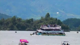 Dramatic footage of Colombia tourist boat sinking