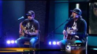 """Kevin Rudolf Performs his Hit """"Let it Rock"""""""