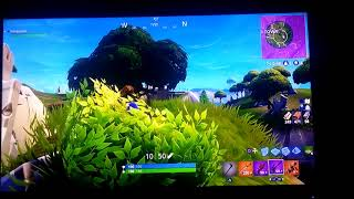 Kid gets first win on fortnite !!!!