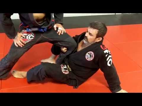 Jiu Jitsu Techniques - De Lariva sweeps