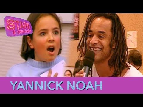 Yannick Noah interrompt un cours d'école ! - Stars à domicile