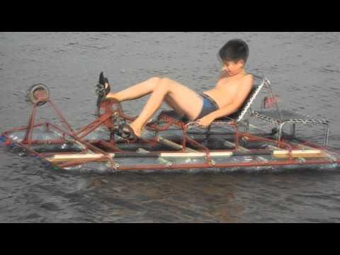 лодка от моторчиком с пластиковой бутылки