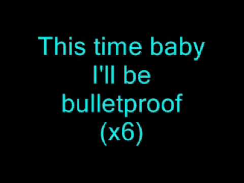 La Roux-Bulletproof (Lyrics on screen)