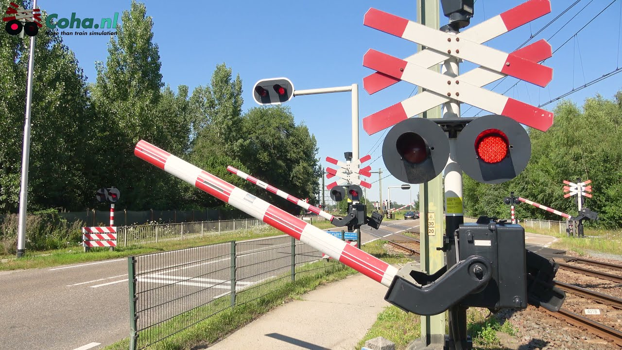 Spoorwegovergang Susteren 😍4K😍 // Dutch railroad crossing