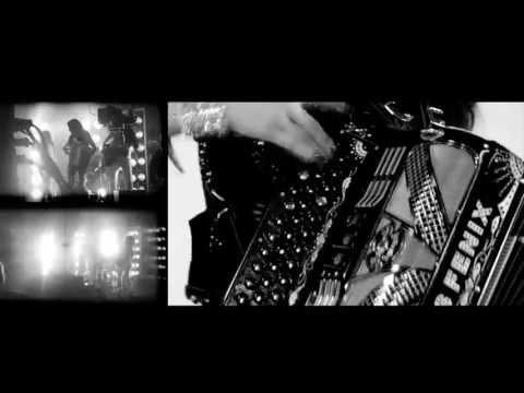 """Las Fenix - """"Cosquillitas"""" VIDEO MUSICAL OFICIAL [Heliopolis]"""