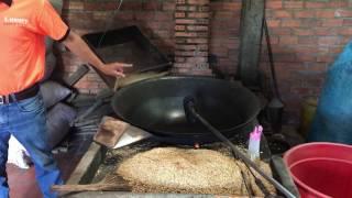 как готовят воздушный рис во Вьетнаме