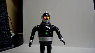 イマイ製(再販)鉄人28号、(黒ディスプレィ)プラモデルを、 電動歩行にカスタムしました。 電池入れて背中のボタンを回すと、目を...