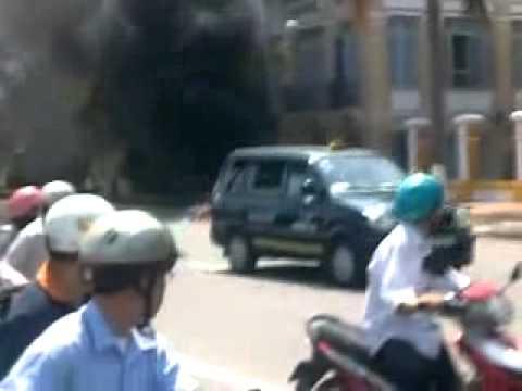 """Tai nạn hay """"tự thiêu"""" trước trụ sở UBND TP Đà Nẵng ?"""