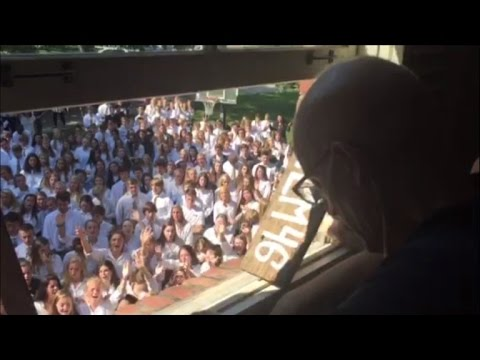 400 Students and Faculty Sing Hymns For Teacher Who Stopped Cancer Treatment