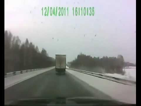 May mắn thoát chết trên đường trơn - Lái xe an toàn