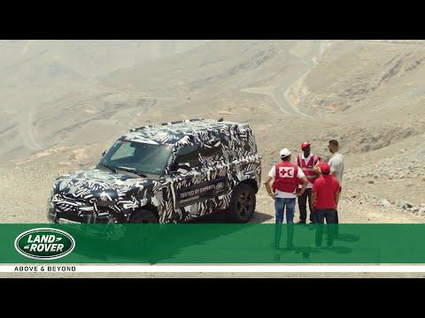 der-neue-land-rover-defender- -retter-in-der-wüste