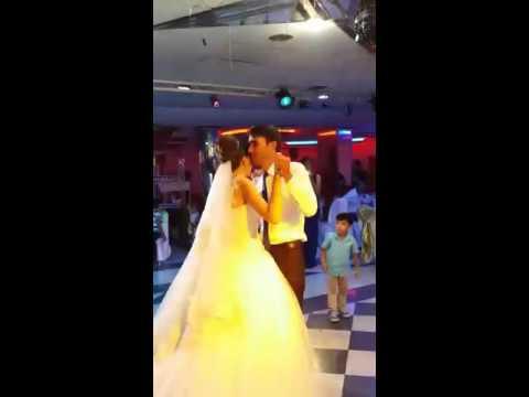 Baba ile Kızın duygusal dansı. - Ferhat göcer- Kızım.