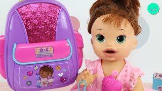 La nueva Mochila de SARA Baby Alive llena de juguetes y accesorios Disney