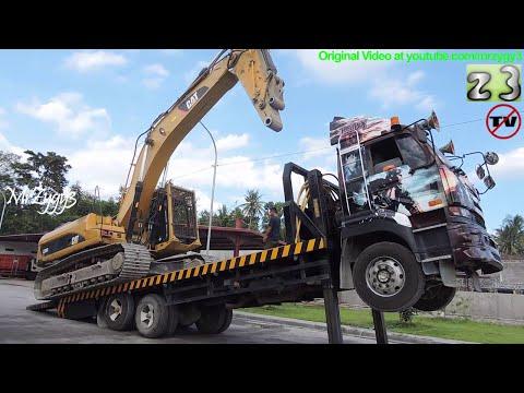 UD Self Loader Truck Moving Excavator CAT 336DL ME 320D