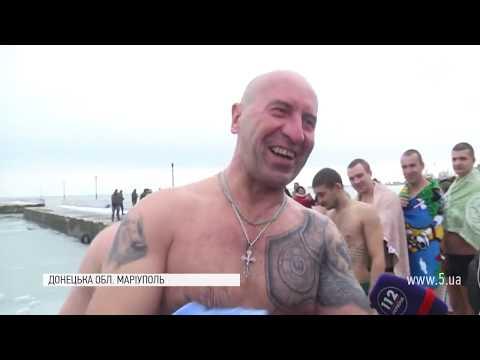 5 канал: Водохреща-2019: як маріупольські військові пірнали в Азовське море