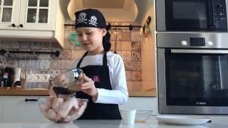 Куриные  крылышки  гриль в медово-соевом  маринаде.  Дети готовят еду сами без родителей.