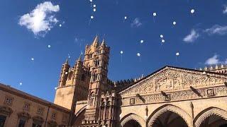 شاهد: إطلاق البالونات البيضاء في تأبين ضحايا فيضانات صقلية…